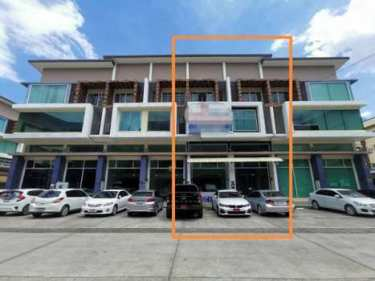 ขายหรือให้เช่า อาคารพาณิชย์ 3 ชั้นครึ่ง หลัง Big-C Extra เชียงใหม่ โครงการ Green plus mall 3